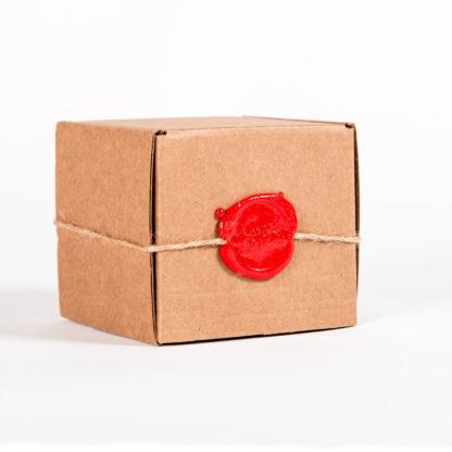 Коробка с сургучной печатью